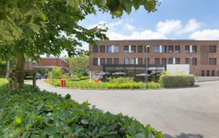 Woonzorgcentrum Mariatroon Dendermonde oprit met slagboom